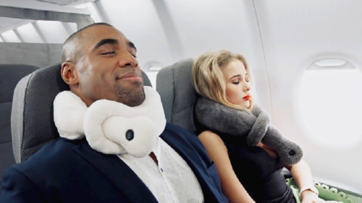 Do you like to sleep in while you travel? How will you choose the best neck pillow?