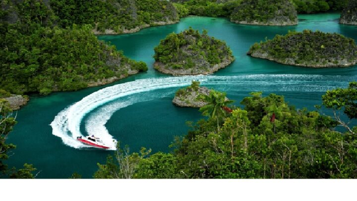 10 Fantastic Islands at Raja Ampat, Indonesia
